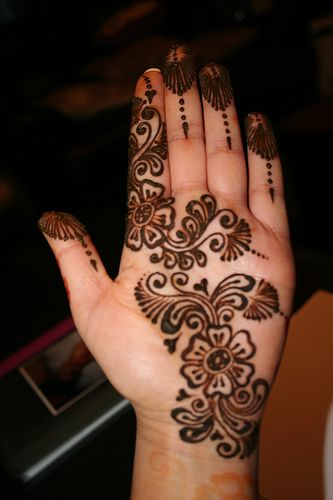 Simple and Easy Mehndi for Hands