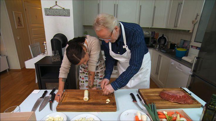 Hellstrøms stekt ørret med stekte grønnsaker, løk og ris | TV3 Mat