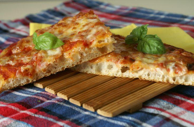 Pizza in teglia con sosta frigo a lievitazione naturale