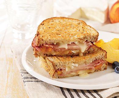 Peachy Brie with Tre Stelle® Château Versailles Brie Cheese #brie #sandwich