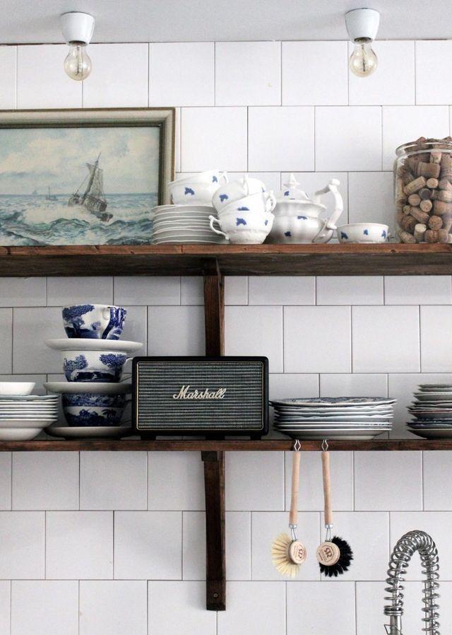 Foto: Johanna Bradford/Lovelylife.se Lite söndagsinspiration skapad hemma i Tant Johannas kök. För visst är det den mest perfekta Kinfolktjusiga kökshylla ni sett? Jag saknar plötsligt min Spode-kopp