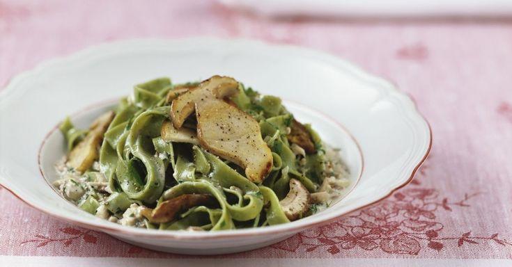 Grüne Nudeln mit Pilzen ist ein Rezept mit frischen Zutaten aus der Kategorie Nudeln. Probieren Sie dieses und weitere Rezepte von EAT SMARTER!