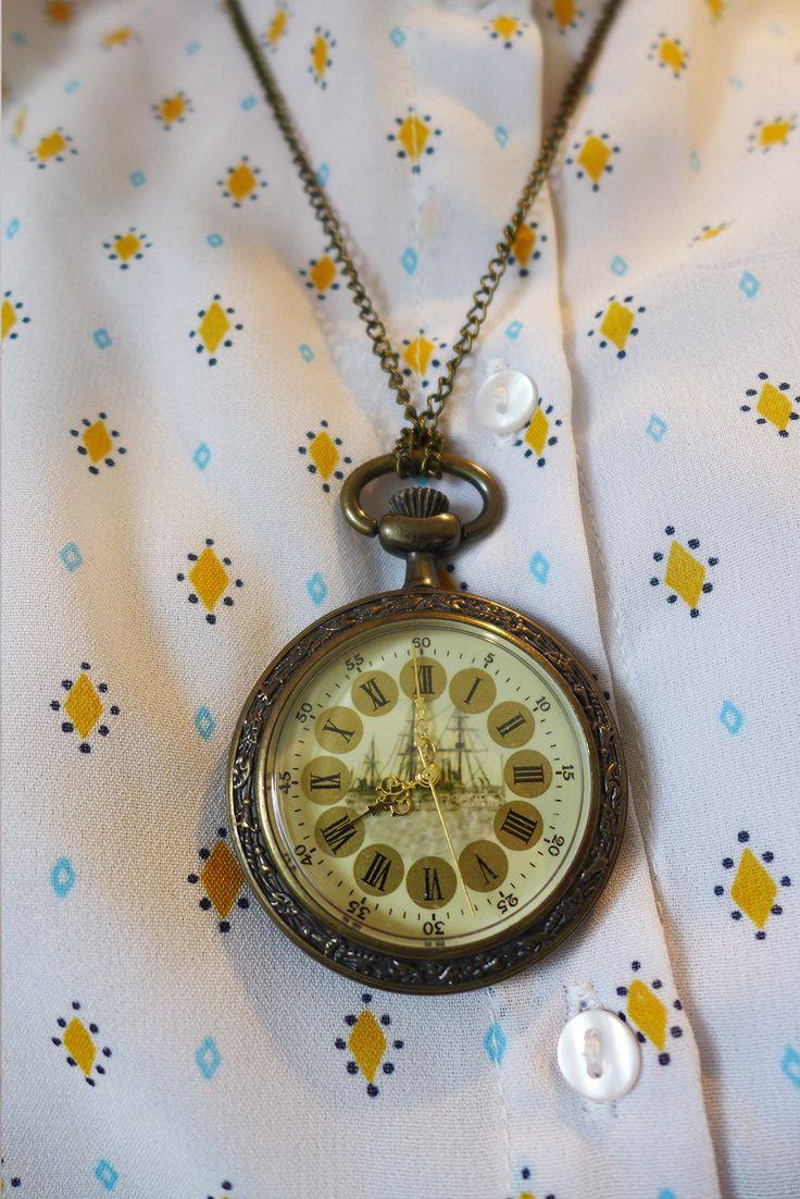 Belle montre à gousset et look vintage