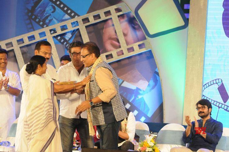 Kolkata: Uttam Kumar's death anniversary  Mamata Banerjee - Social News XYZ