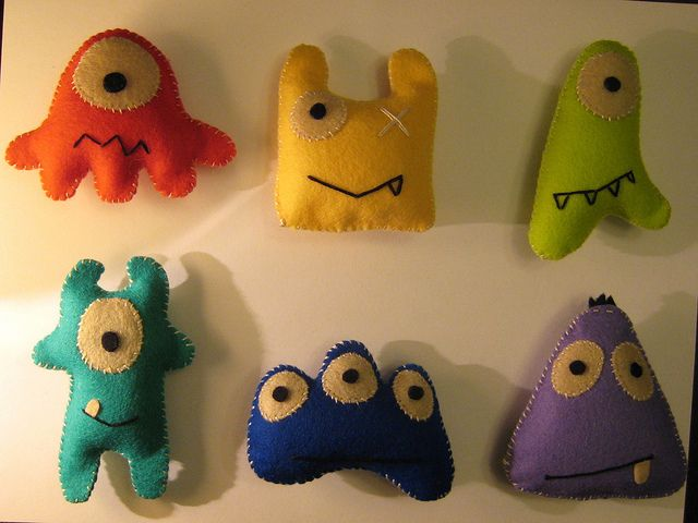 Super cute monster felties by scrabble532 on Flickr [I want to do the aliens from Toy Story like this for camp, with a hanging clip.]