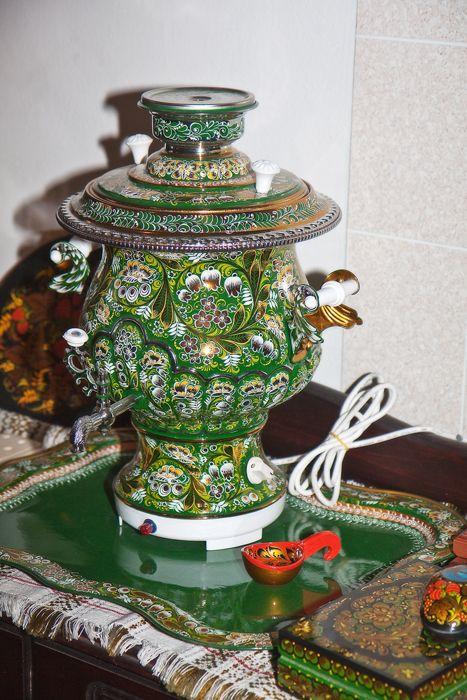 'Golden Khokhloma' samovar by master Semenov, Russia :: photo by tanya45