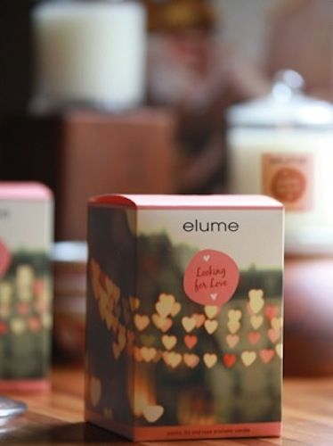 Elume A Moment in Time Candle – Looking For Love. Peony, lily & rose aromatic candle    Wandering aimlessly through the backstreets of Paris; a glorious floral bouquet with enchanting fruity and feminine notes of pink grapefruit & mandarin turns the head. The endless romance of the rose is captured with a hint of vanilla & musk, heightening the senses & stirring the heart.
