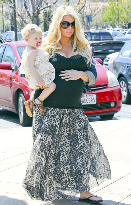 Jessica Simpson and family spotted out and about in the LA area - Celebrity Baby Scoop