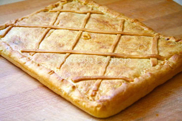 La masa de la empanada es de la granPilar de La Cocina de lechuza, y hemos hecho unos cambios con respecto a aquella empanada gallega de pu...