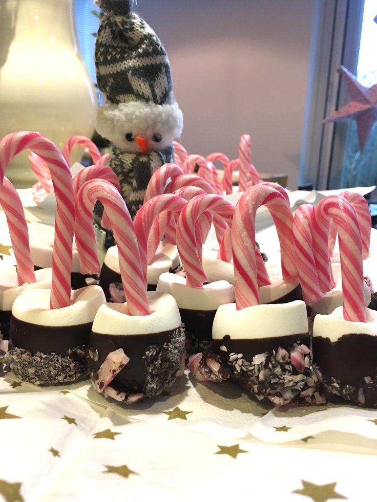 Marshmallow gedipt in chocolade in gebroken stukjes zuurstok