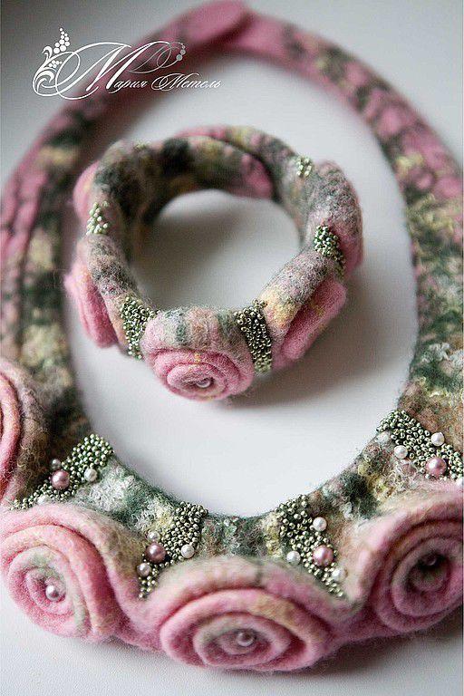 """Купить Украшение из шерсти. Колье и браслет """"Розовые розы"""". - стеклянные бусины, колье, браслет, бусы"""