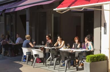 Ah nice surprise to see the pic of our patio @AboutLondon! (^_−)☆ http://golondon.about.com/od/londonneighborhoods/fl/Marylebone-Village.htm