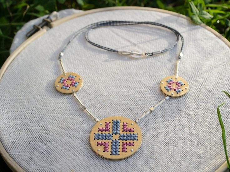Embroidery Statement Necklace with Cross Stitch, silver and nickel silver/bronze, 100% handmade de FugaJoyas en Etsy