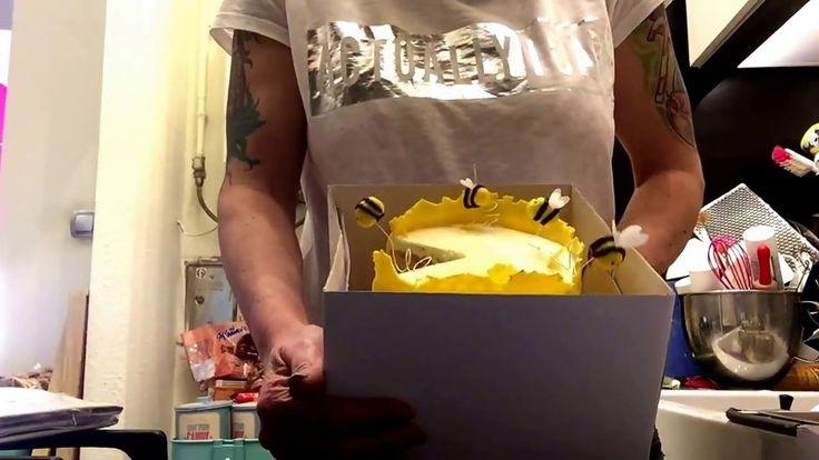 """Tortaszállító dobozok, összerakva rendesen, tortával """"kibélelve"""":-)"""