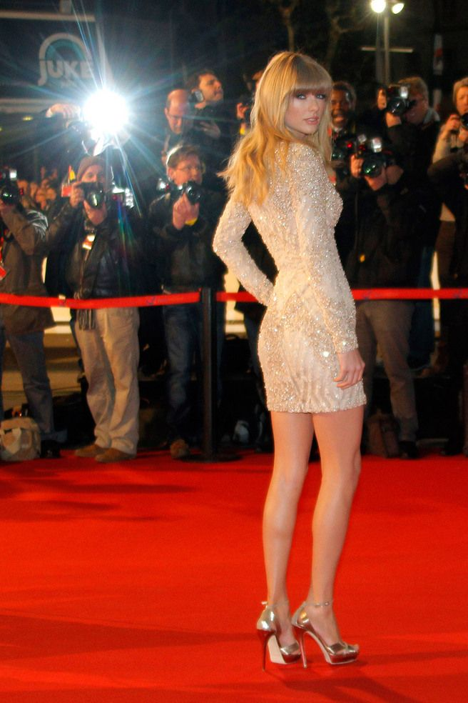 Taylor Swift Hot Legs | Either Taylor Swift was actually ...