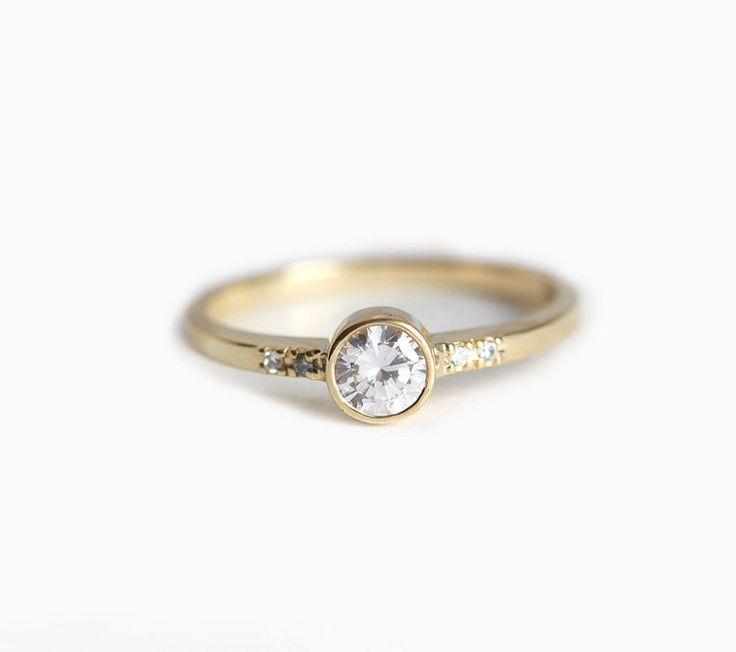 Ronda anillo de compromiso diamante amarillo oro por capucinne