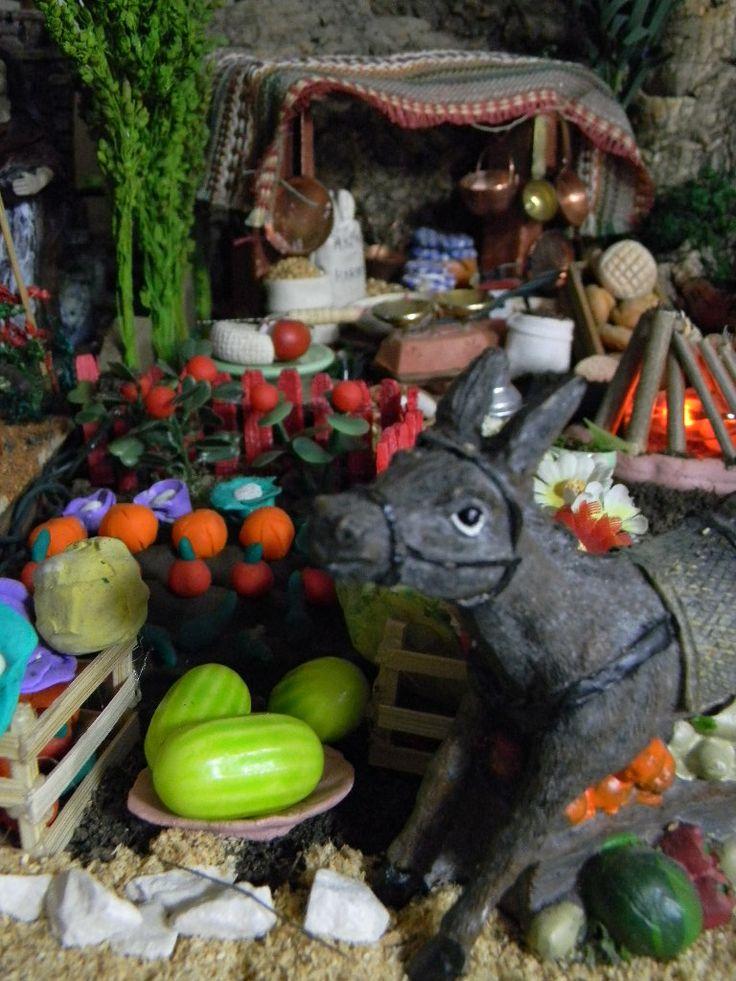 05. Vista en profundidad del zoco: huerto, frutas, burro...