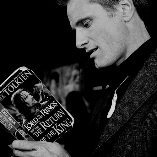 Okay, I know I'm a total nerd, but Viggo Mortensen reading Tolkien is just about as sexy as it gets.