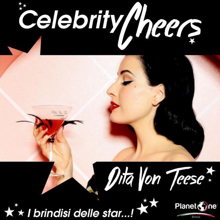 Un drink è sensualità, un cocktail ben fatto sa ammaliare chiunque come una femme fatale, come le curve della splendida Dita Von Teese, celebre performer di burlesque che opta per drink color rosso passione!