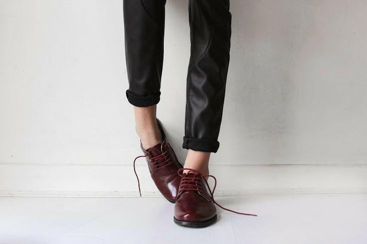 sapatos bordô