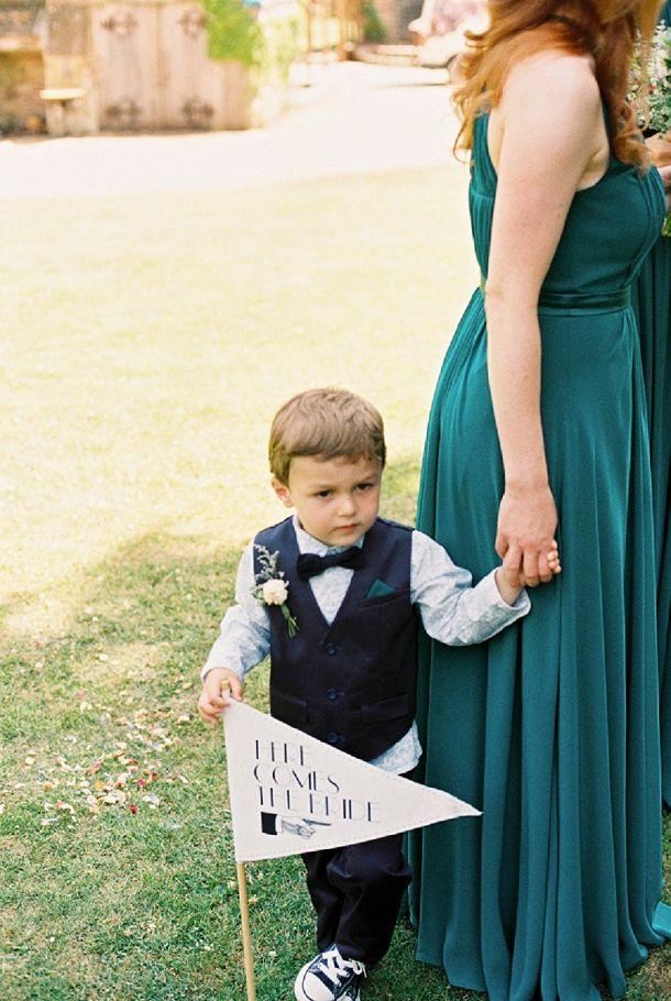 """ideia gira: o menino das alianças trazer um """"here comes the bride"""""""