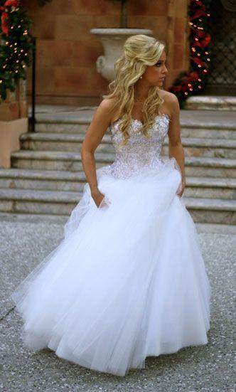 I need this wedding dress. Omg. #weddingdress http://www.wedding-dressuk.co.uk/