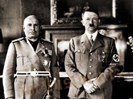 """Já znám tyto diktátory"" – Fotografie z frontispisu knihy Warda Priceho: I know those dictators (1937). Hitler a Mussolini v Mnichově na fotografii International Graphic Press Ltd."