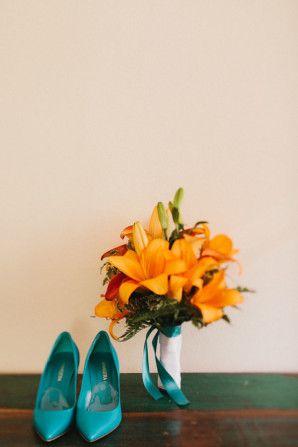 orange amaryllis bouquet + teal shoes http://weddingwonderland.it/2015/11/matrimonio-tema-viaggi-turchese.html