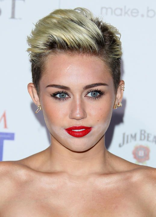 Make-up FAIL: Miley Cyrus licked off her face