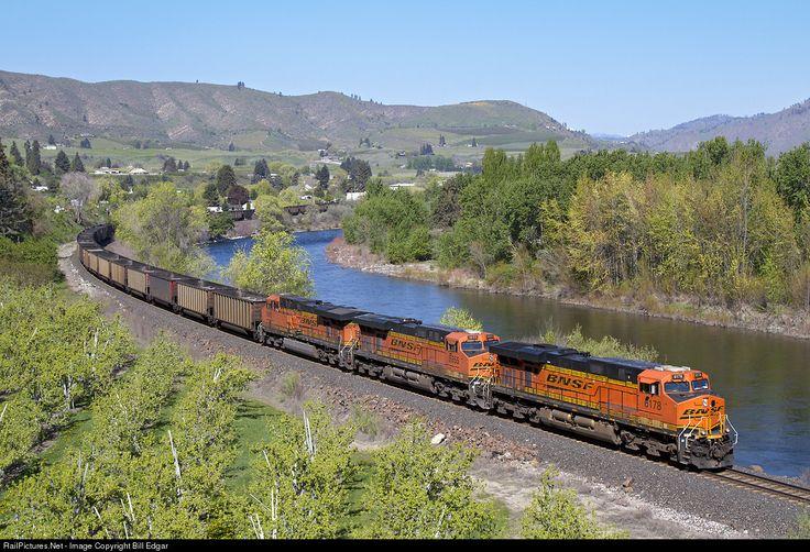 RailPictures.Net Photo: BNSF 6178 BNSF Railway GE ES44AC at Monitor, Washington by Bill Edgar