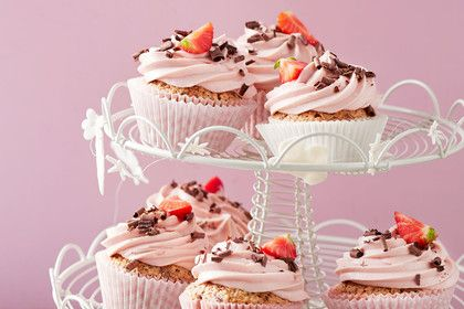 Schoko-Nuss-Cupcakes mit Erdbeercreme