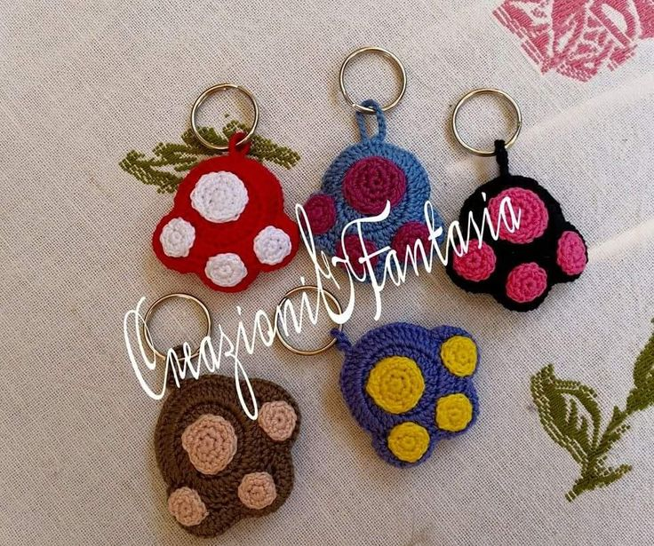 Crochet keychain made by @creazionifantas *** Le Maddine & Maddy https://www.facebook.com/groups/531953423561246/ *** #madeinfacebook #lemaddine #handmade #handcrafted #instagram #instapic #instagood #picoftheday #instacool #handmade #cool #cute #crochet #crocheting #crochetaddict #paw #colorful #keychain #key #amigurumi #pet #petlover #love #instalove #creazioniefantasia
