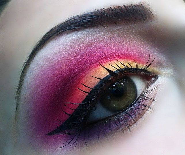 Hurricane Eye Makeup for the most colorful look this spring.