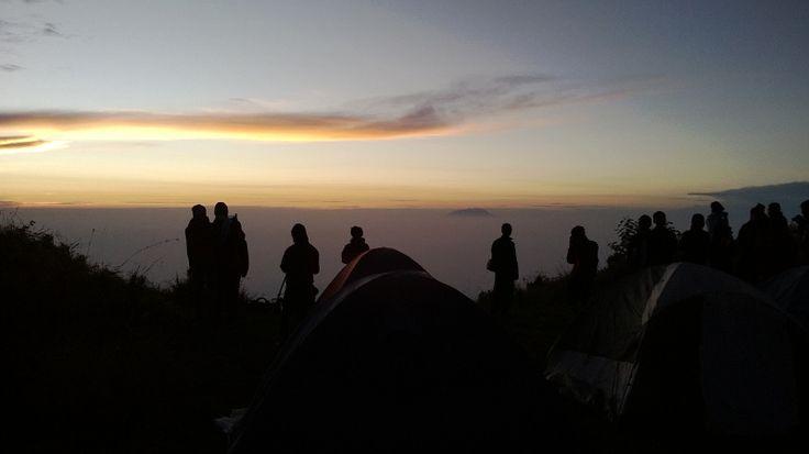 Sunrise di pos 1 gunung Merbabu via jalur Selo, Boyolali. Indah sekali