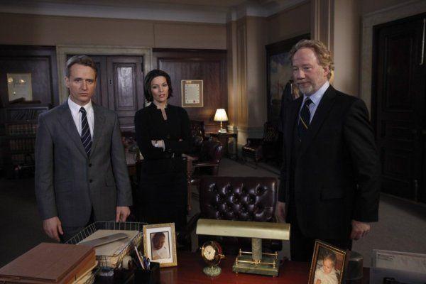 Still of Timothy Busfield, Michael Cutter, Linus Roache and Alana De La Garza in Law & Order (1990)