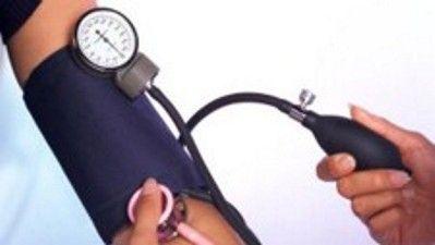 LA PRESIÓN ARTERIAL DEBE MEDIRSE EN LOS DOS BRAZOS: La diferencia entre la medición de la presión arterial del brazo izquierdo y la del derecho puede indicar el riesgo que tiene la persona de sufrir enfermedad vascular e incluso sus probabilidades de muerte, afirman científicos.