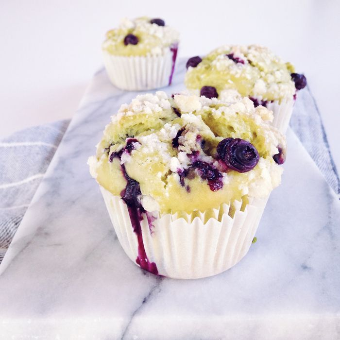 timo e basilico: Muffins all'avocado e mirtilli { segui il colore }