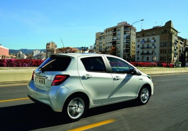 2015 Toyota Yaris Rear Exterior 600x420 2015 Toyota Yaris Full Review with Images