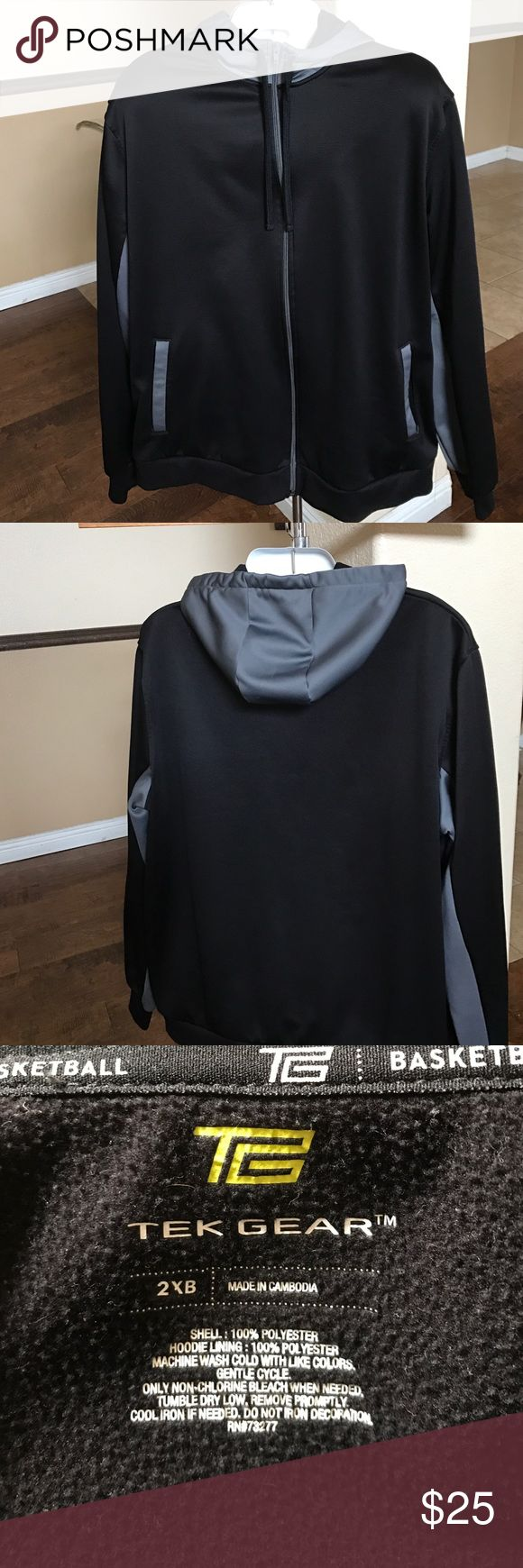 Pre-Loved Men's Tek Gear  2XB In great condition 2XB.  I see no stains, rips and the zipper works. 100% polyester   Please see all pictures, and if there is an issue with the order, please message me before leaving a negative feedback, I'd like the opportunity to address the issue. I'm committed to my customers and I want you to be satisfied with your purchase.   1. Smoke Free Home 2. I do have puppies, they are not allowed in my office, but a stray hair may transfer from me to the jacket…