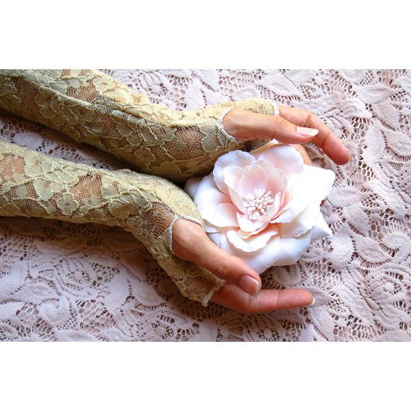 Lace Fingerless Gloves In Vintage Cream, Arm Warmers, Gypsy, Boho,... (57 BRL) ❤ liked on Polyvore featuring accessories, gloves, backgrounds, people, flowers, lace fingerless gloves, cream gloves, fingerless gloves, stretch gloves and vintage gloves
