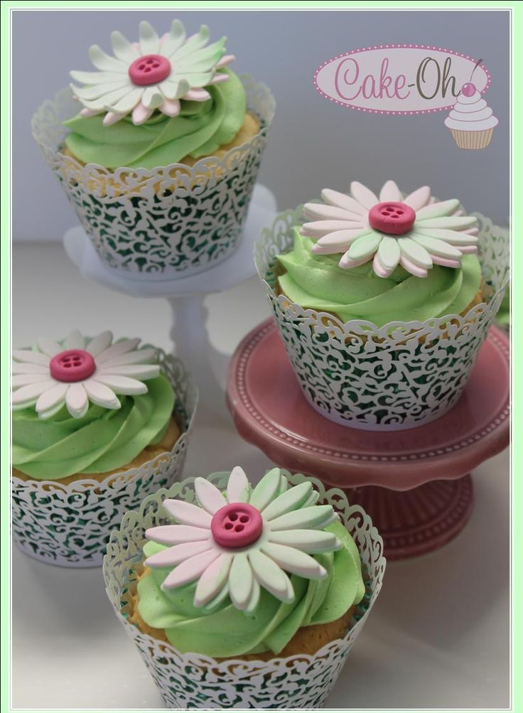 Pretty Daisy Button Cupcakes