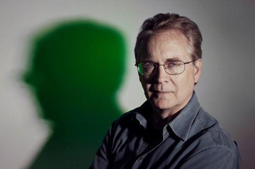 Un ritratto di Mark Frost, autore assieme a David Lynch della serie tv Twin Peaks.
