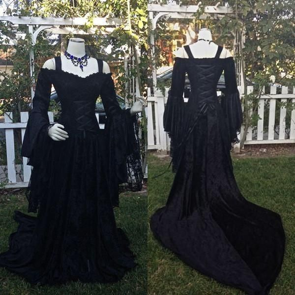 25 Best Ideas About Medieval Wedding Dresses On Pinterest: Best 25+ Gothic Wedding Dresses Ideas On Pinterest