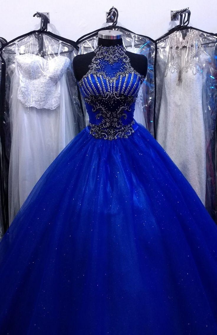 Vestido de quince azul rey con negro.