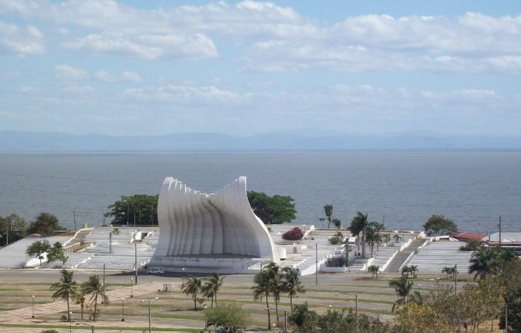 http://ru.esosedi.org/NI/MN/1000464317/ploschad_huana_pablo_ii/  Площадь Хуана Пабло II – #Никарагуа #Манагуа (#NI_MN) Местная архитектурная достопримечательность