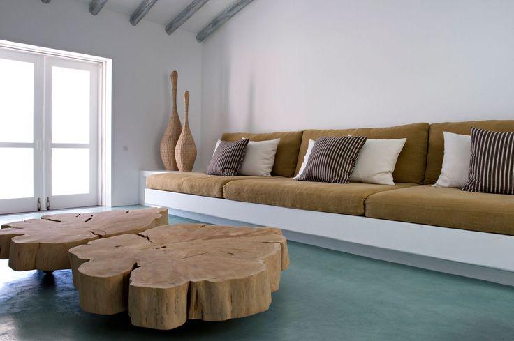 Interieurarchitecte Vera Lachia uit Portugal ontwerpt prachtige zomerhuizen. Dit huis heet Casa Tataui. De subtiele kleurcombinaties komen terug in alle ka