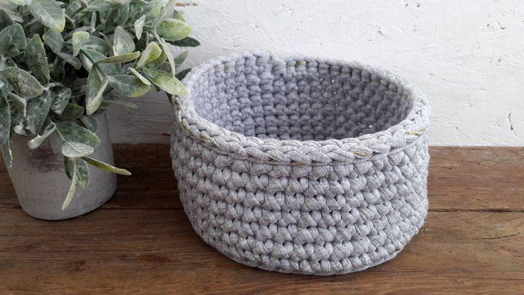 Corbeille de rangement au crochet - trapilho gris chiné et fil lurex doré - by Fleur de laine