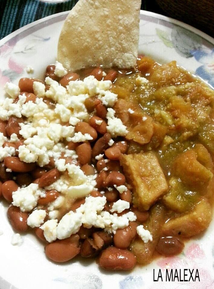 Chicharrón en salsa verde y frijoles con queso por La Malexa Ce
