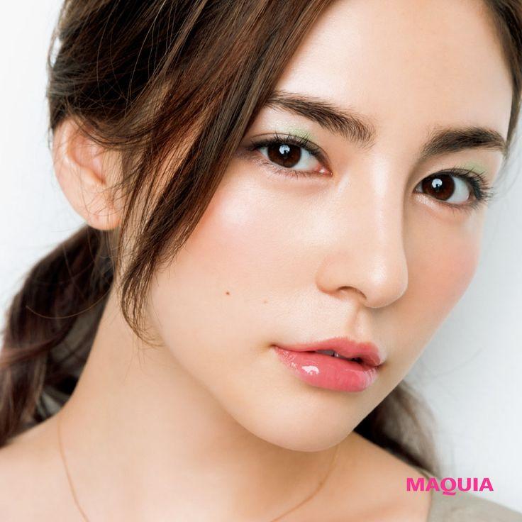 たちまちセクシーな瞳に! 日本人の肌に合うグリーン&カーキのアイカラーの威力 | MAQUIA ONLINE(マキアオンライン)