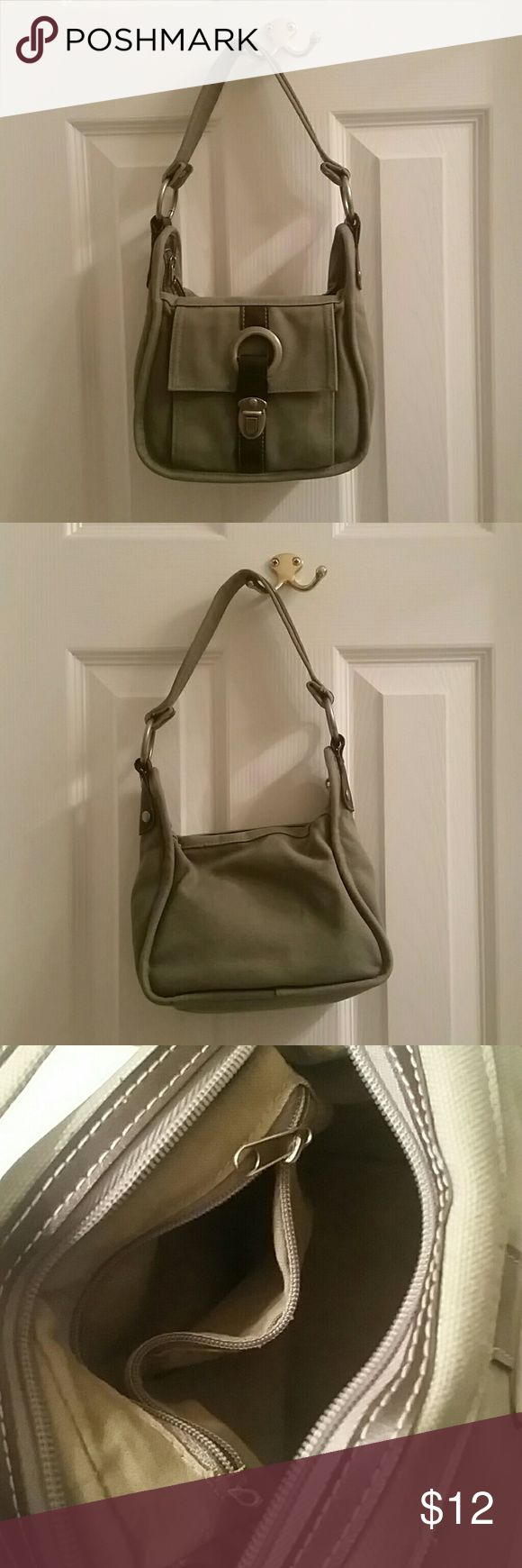 American Eagle Green & Brown Purse Cute green and brown American Eagle purse. In great condition. Has 2 small pockets inside. One pocket outside. American Eagle Outfitters Bags Shoulder Bags